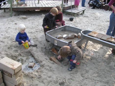 cambridge common water play cooperation